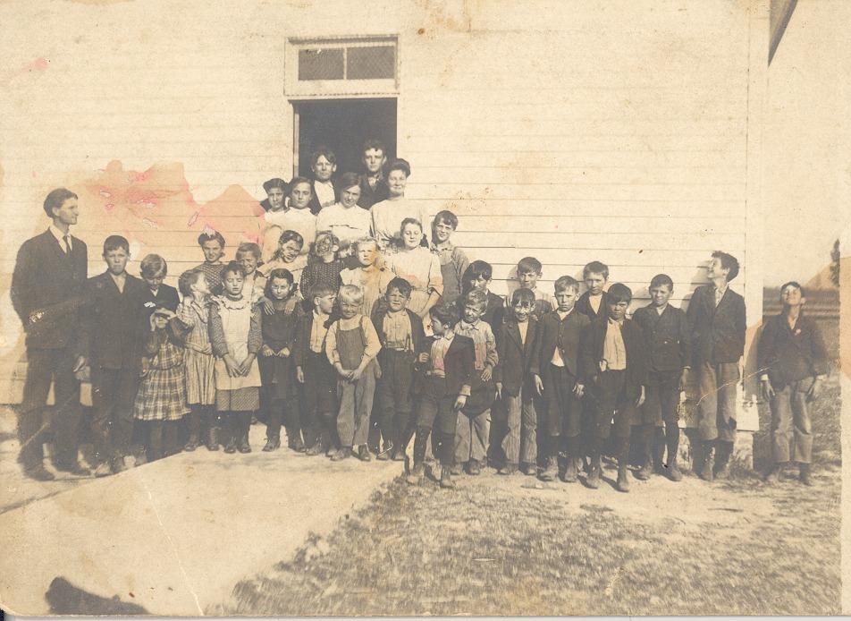 Ratcliff Grove School,  Nettie Rhinehart was the teacher - from Garvin Jennings