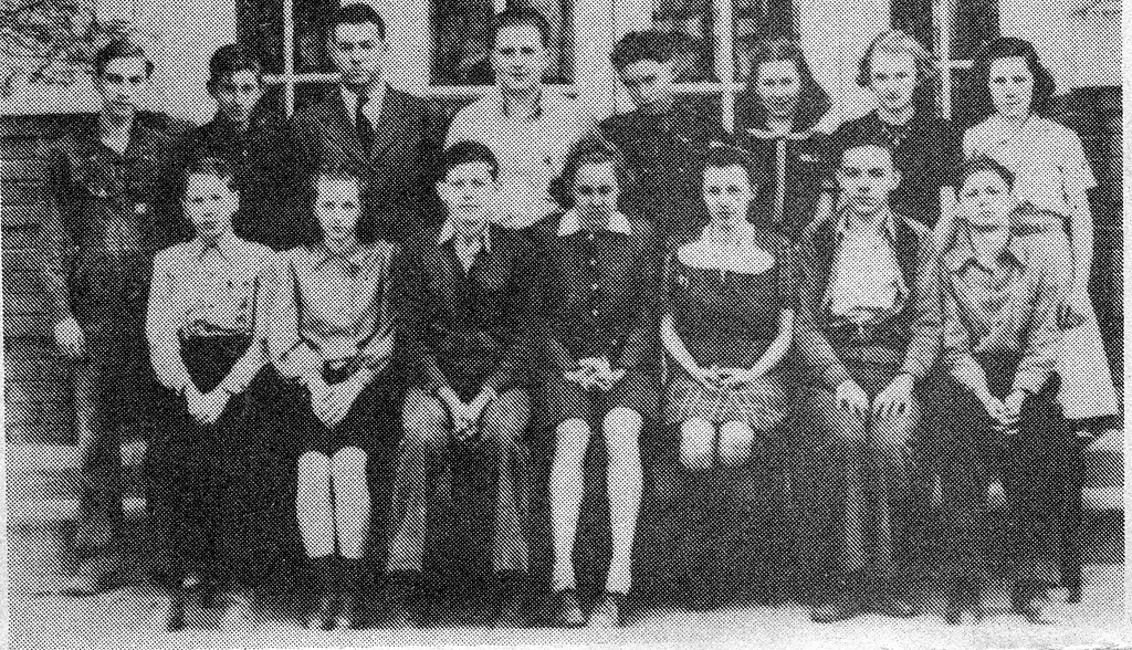 Freshmen at Vallonia in 1939-40. Photo from Edna Smith from the Banner Oct. 15, 1992. - from Doris Lee, bw 4.29x4.26
