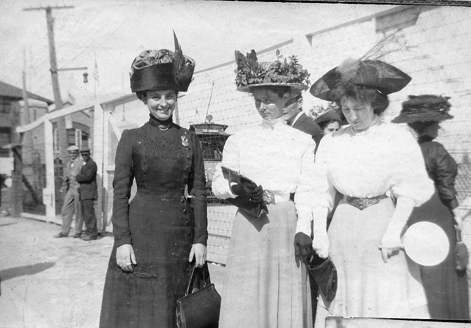 3 ladies with hats
