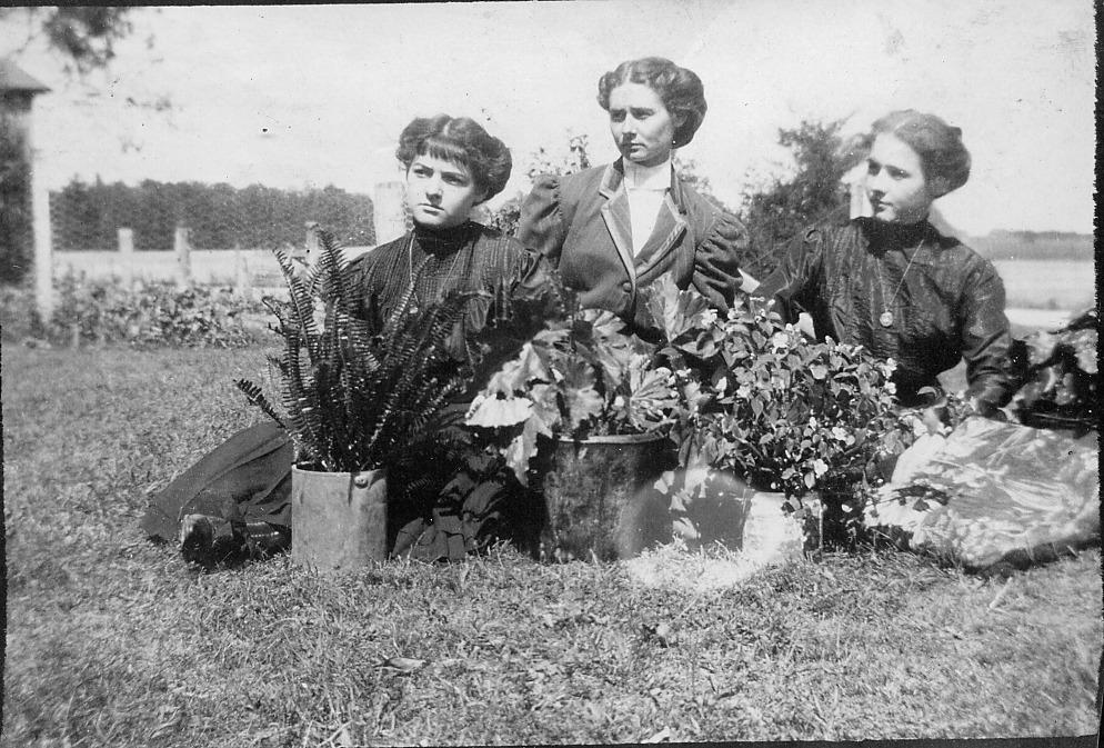 Lura Dahlenburg?, Mary Vehslage, unknown
