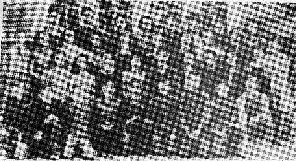 7th and 8th Graders at Vallonia in 1939-40. Photos from Edna Smith for the Banner Oct. 15, 1992. - Doris Lee, bw 4.29x2.33