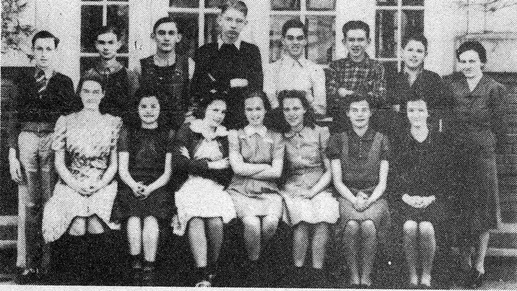Sophomores at Vallonia in 1939-40. Photo from Edna Smith from the Banner Oct. 15, 1992. - from Doris Lee, bw 4.2x2.37
