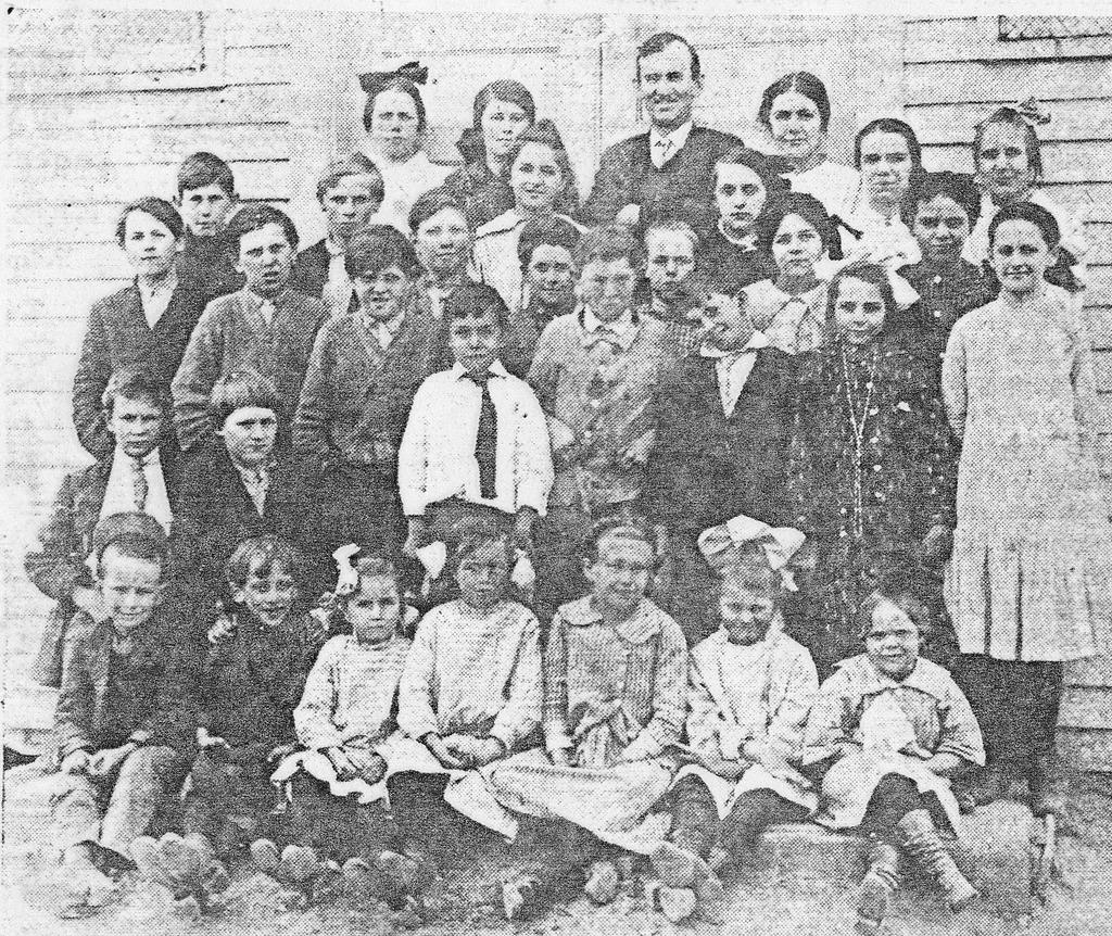 Mt. Sidney School, 1914-1915. - from Doris Lee, bw 3.94x4.68